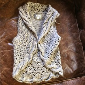 Anthropologie Kaisley Gray chunky cable knit vest
